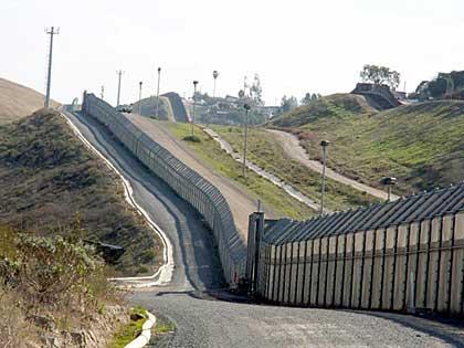 110 NEWBORDER WALL PROPOSAL GAIN AUA WEWILLGIVE CALIFORNIA ...  Nevada Wall Border